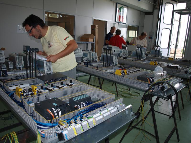 Schemi Quadri Elettrici Industriali : Realizzazione quadri elettrici